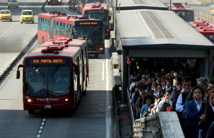 Casi 20 años después, TransMilenio parece no cumplir con sus funciones en Bogotá. Foto: Twitter