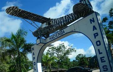 Retiran réplica de avioneta de Pablo Escobar de la Hacienda Nápoles