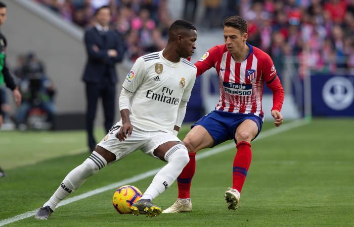 Santiago Arias en el clásico ante Real Madrid. Foto: EFE