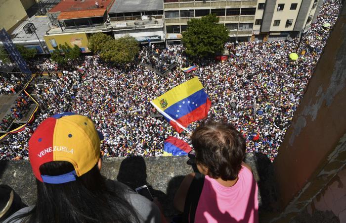 Venezuela: opositores marchan pidiendo el ingreso de ayuda humanitaria