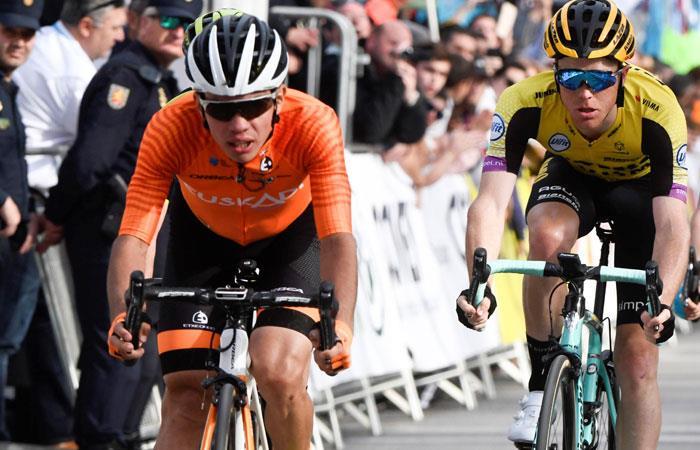 Sergio Higuita (I) entrando en segundo lugar en la Vuelta a Andalucía. Foto: EFE