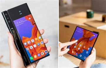 ¿Un viaje al futuro? Salen 'Smartphones' plegables tal cual libros
