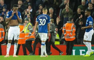 Yerry Mina se quedó sin jugar el clásico ante Liverpool
