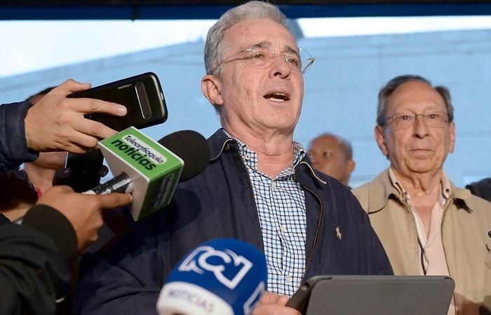 Álvaro Uribe demandó a Gustavo Petro por