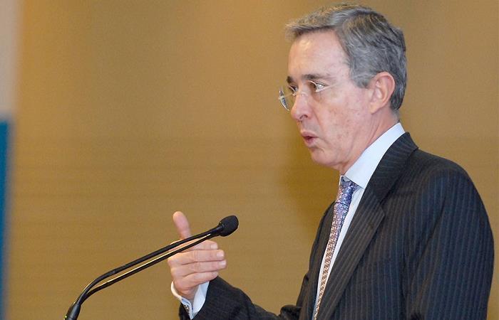 El senador recriminó la forma en que se educa en las instituciones públicas del país. Foto: Twitter