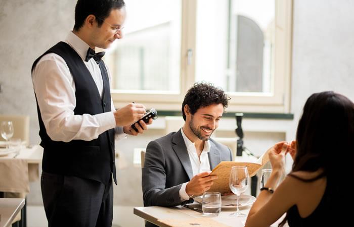 5 cosas que nunca debes hacer en un restaurante