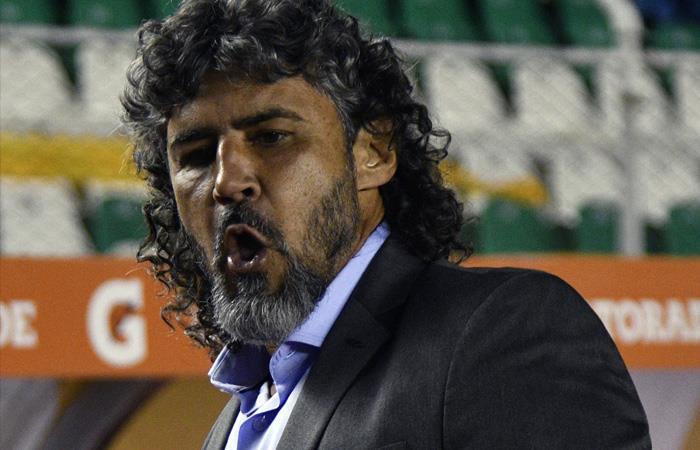 Leonel Álvarez aún no habla de su salida. Foto: AFP