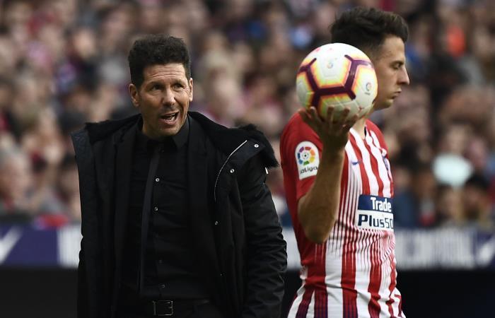 Santiago Arias al mando de Simeone en Atlético de Madrid. Foto: AFP