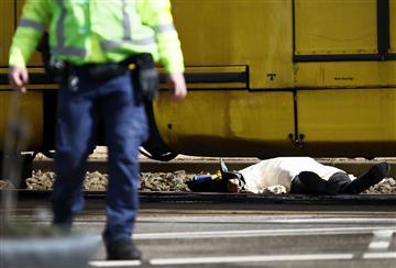 Tres muertos y varios heridos deja un tiroteo en Holanda