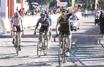 [VIDEO] La Vuelta a Cataluña se viste de amarillo, azul y rojo