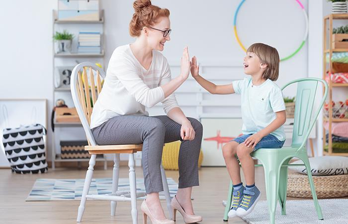 Vive feliz con tu hijo y recuerda que toda tu familia necesita de ti. Foto: Shutterstock