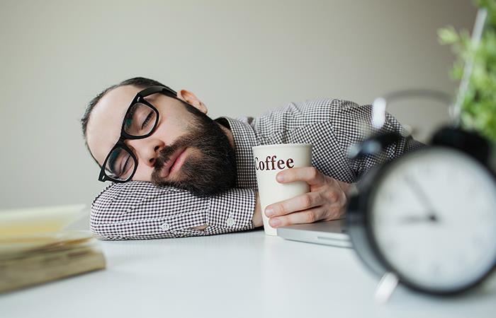 ¿Por qué es bueno tener una siesta en el trabajo?