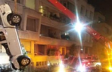 [VIDEO] Así fue la caída de una camioneta a un abismo en Bogotá
