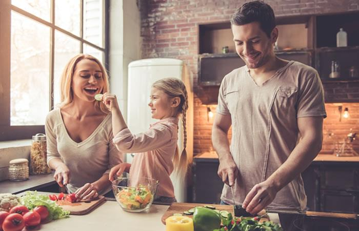 La alimentación saludable puede ser una excelente opción para mejorar tu peso o mantenerte. Foto: Shutterstock