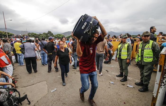 Los venezolanos no aguantaron y cruzaron la frontera. Foto: AFP