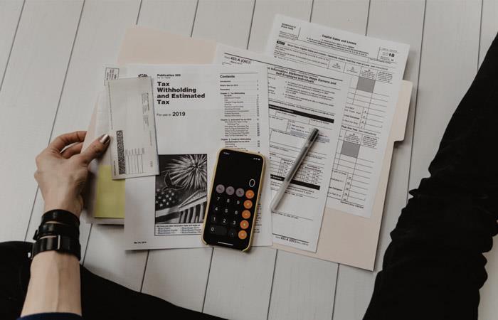 Hoy en día, puedes mejorar tu conocimiento financiero. Foto: Cortesía