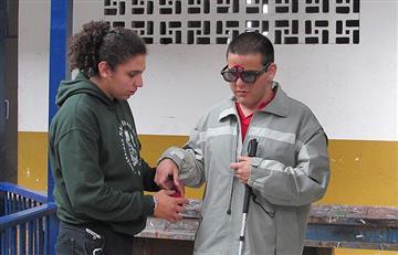 Personas con discapacidad visual podrían evitar golpes en la cabeza con estas gafas