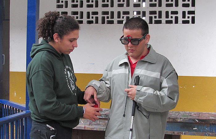 Gafas ayudarían a guiar personas con discapacidad visual