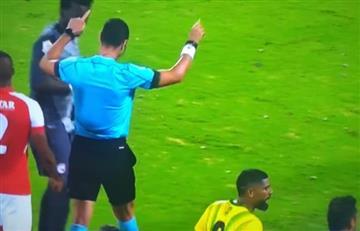 Papelón de árbitro Wílmar Roldán, que pidió VAR cuando en Colombia no hay