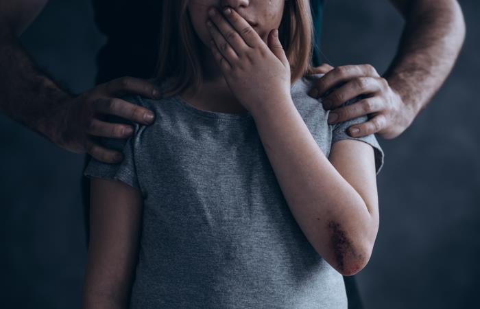 En 2018, hubo más de 9 mil procesos en contra de abusadores de niños en Colombia. Foto: Shutterstock.