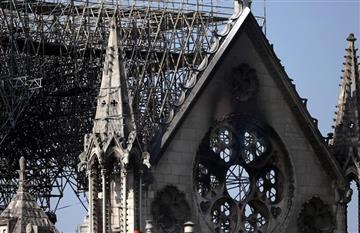 Hasta COI pondrá dinero para reparar la catedral de Notre Dame
