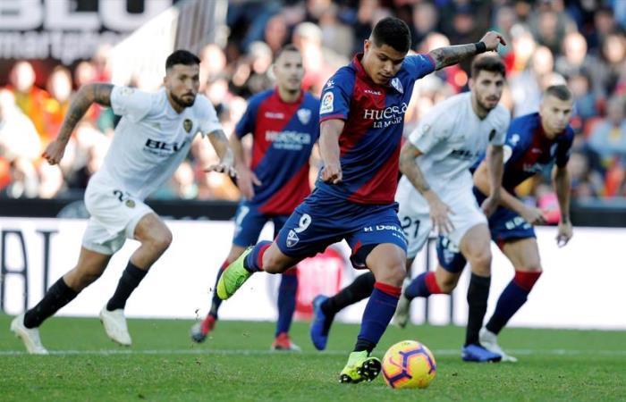 'El Cucho' Hernández, jugador de Huesca. Foto: EFE