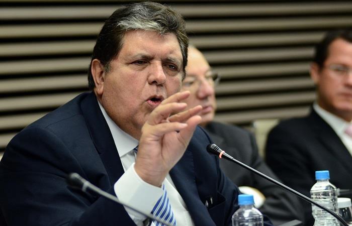 Expresidente de Perú, Alan García, tenía el revólver desde que las autoridades llegaron a su casa