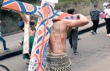 """En lugar de """"INRI"""", esta fue la frase que decoró la cruz de un joven en Colombia"""