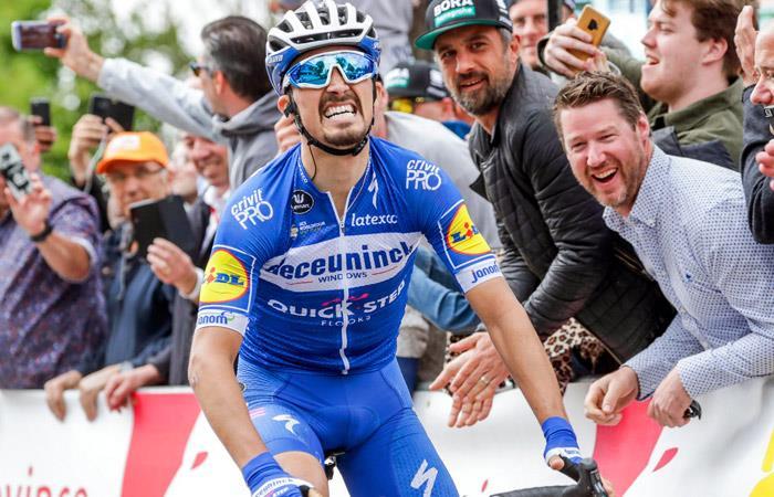 Julian Alaphillipe celebra su triunfo en la Flecha Valona. Foto: EFE