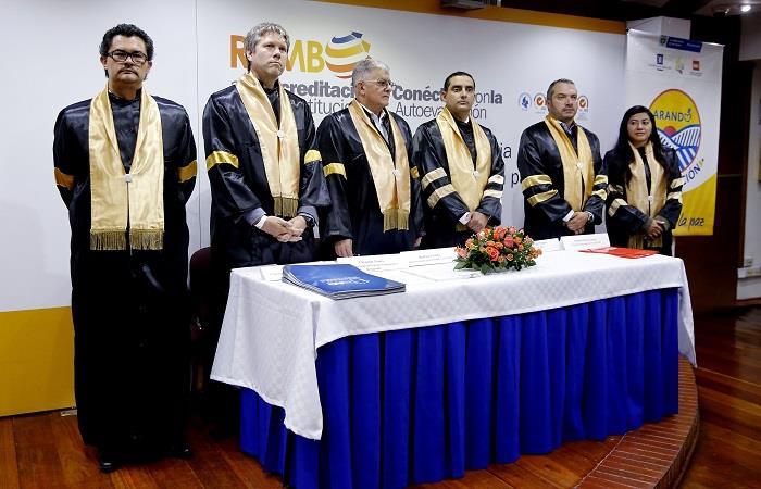 Ya son 733 los exguerrilleros que han recibido un título desde la firma de paz. Foto: EFE