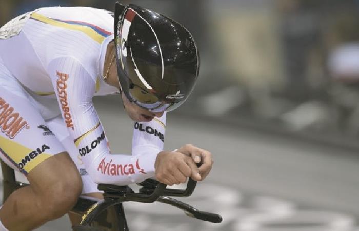 Fernando Gaviria en competencia de pista. Foto: AFP