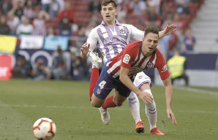 Santiago Arias en acción ante Valladolid. Foto: EFE