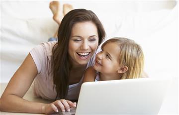 Sigue estos 4 consejos para preservar tu relación digital con mamá