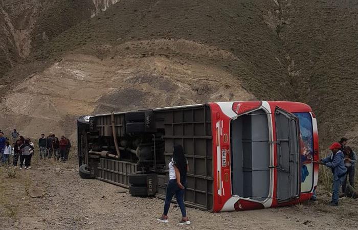 El accidente también dejó 36 heridos, según reportaron autoridades ecuatorianas. Foto: Twitter