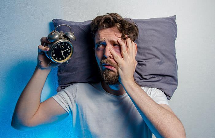 Los médicos recomiendan dormir al menos 8 horas en la noche