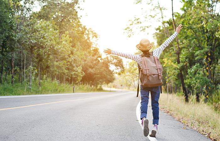 Con tan solo media hora caminando, tu salud se verá beneficiada. Foto: Shutterstock