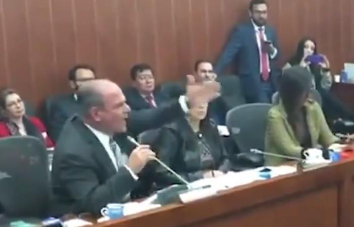 [VIDEO] Así fue la airada discusión entre senador uribista y Pablo Catatumbo de la FARC