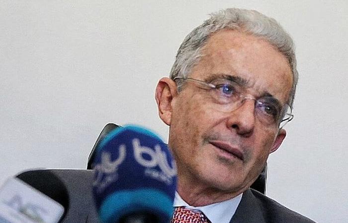 Álvaro Uribe respondió si le molesta que le digan 'paraco'