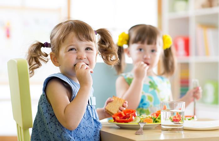 ¿Cómo lograr que tus hijos se alimenten de forma saludable?