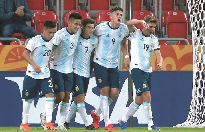Argentina lidera el Grupo F. Foto: EFE