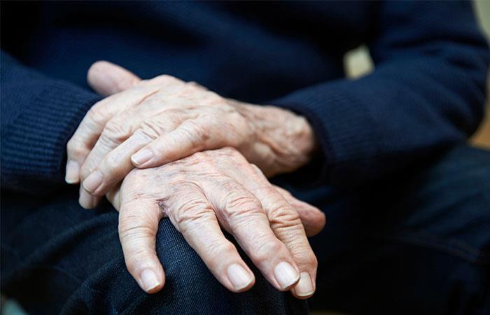 Conoce a qué se debe el Parkinson y sus síntomas