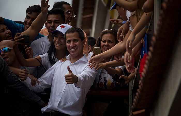 Juan Guaidó dice que Maduro reabrió frontera con Colombia por