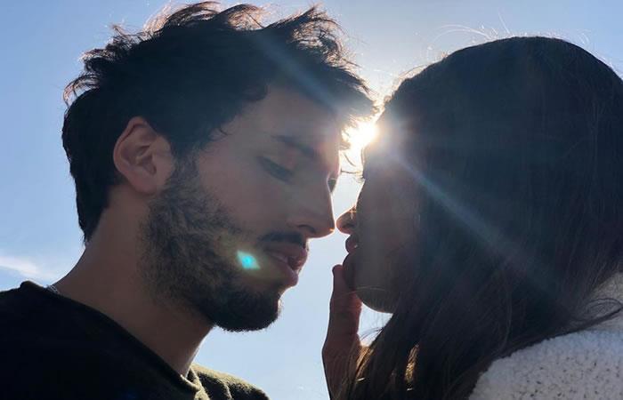 Sebastián Yatra y Tini Stoessel confirman su relación con románticas fotos