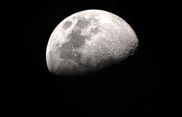 La luna tiene una 'mancha' oscura que ningún científico sabe qué es