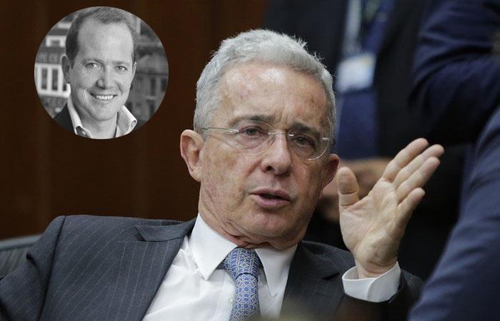 Daniel Samper lidera petición para que Álvaro Uribe se retire