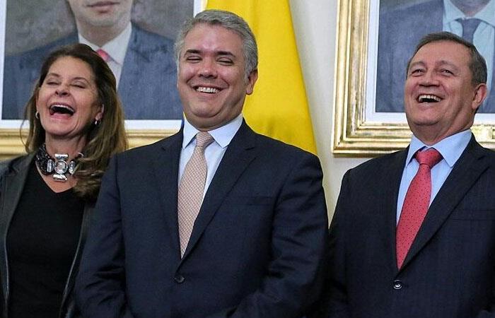 Los 'payasos' son los únicos que ríen en este circo llamado Colombia. Foto: Twitter