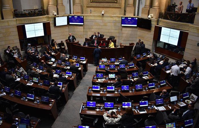 El senado aprueba la prima adicional propuesta por el Centro Democrático