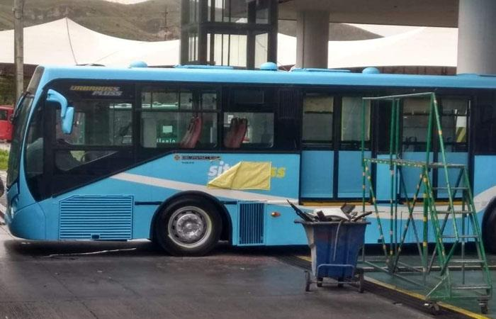 Hallan antiguos buses de TransMilenio listos para enviarse a El Salvador