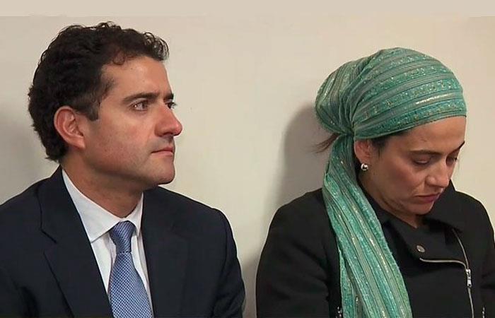 Francisco y Catalina Uribe Noguera, momentos antes de iniciar la audiencia en su contra. Foto: Twitter