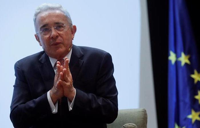 Álvaro Uribe durante la clausura de un curso académico en Coruña, España. Foto: EFE